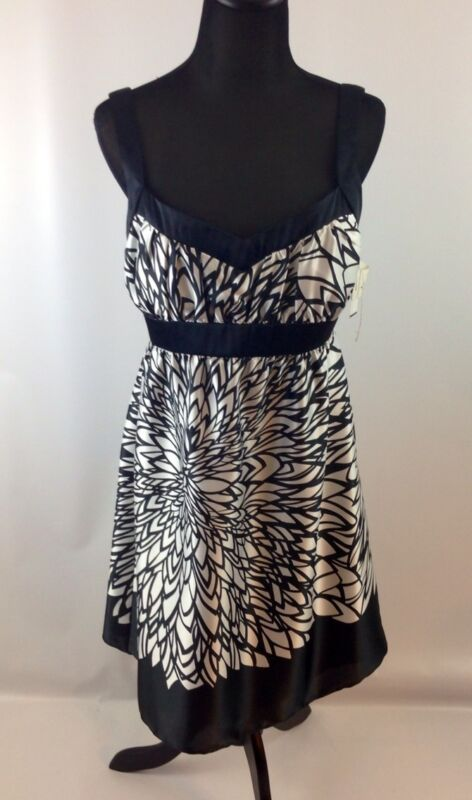 NEW ONYX COCKTAIL DRESS SIZE 8 BLACK & WHITE  NWT Retails $99