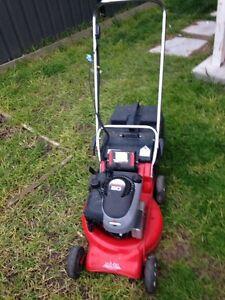 Rover 4 stroke lawn mower key start Craigieburn Hume Area Preview