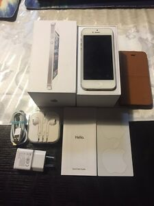 iPhone 5, 16gb, sim unlocked, box, earphones and more!! Portarlington Outer Geelong Preview