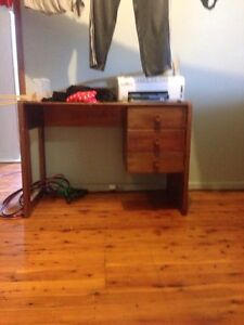 Computer desk for free Raymond Terrace Port Stephens Area Preview