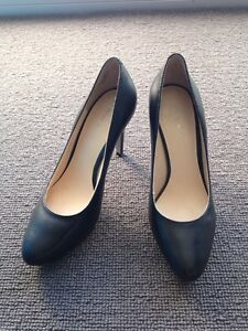 As new - Nine West black leather pump 5.5 Manly Manly Area Preview