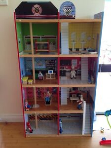 Huge fire house & police station play house Lakelands Mandurah Area Preview