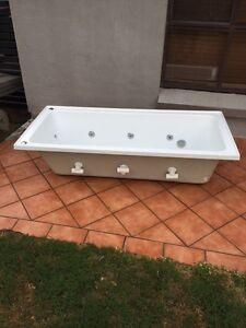 Spa bath Raymond Terrace Port Stephens Area Preview