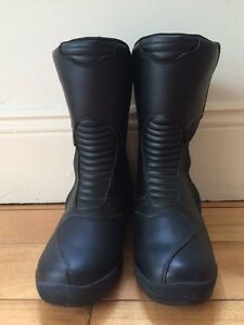 ALPINE STARS LEATHER MOTORCYCLE BOOTS size 42 (Europe) or 8 (US) Surry Hills Inner Sydney Preview
