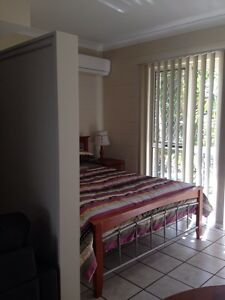 One bedroom studio unit for rent Manunda Cairns City Preview