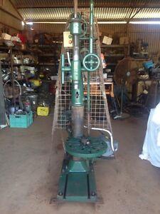 BF Barnes Co Pedestal Drill Dubbo Dubbo Area Preview