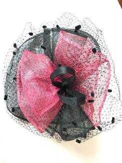 Black and pink fascinator
