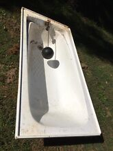 Bath tub fibreglass with automatic water level and ball Rosemount Maroochydore Area Preview