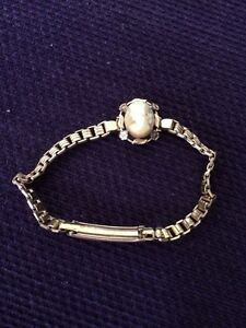 Vintage 9 ct Gold lined Bracelet with genuine Cameo. Charlestown Lake Macquarie Area Preview
