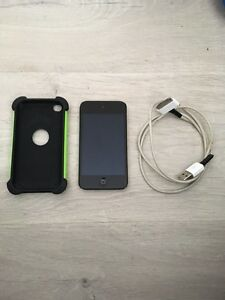 iPod 4th gen, 8gb + charger + case Aspendale Kingston Area Preview