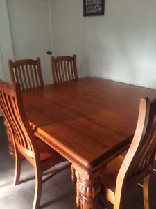 Table & 8 chairs Bligh Park Hawkesbury Area Preview