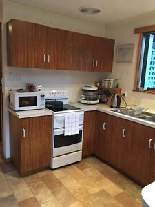 Kitchen & stove St Helens Break ODay Area Preview