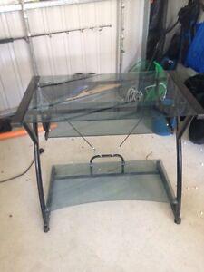 Glass computer table $20 Onkaparinga Hills Morphett Vale Area Preview