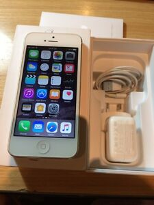 iPhone 5 white 16gb in excellent condition Albion Park Shellharbour Area Preview