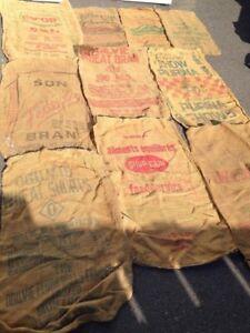 Poches de jute antiques du Québec  10$ chaque ou 3 pour 25$