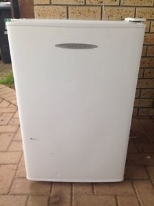 Fisher&Paykel 115L bar fridge Seville Grove Armadale Area Preview