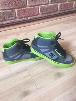 Boys DC High Top Skate Shoes Size 4US