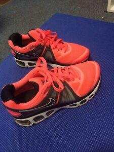 Nike gym shoes for women size 6.5 fits 7