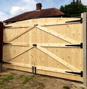 WOODEN DRIVEWAY GATES 6FT HIGH 10FT WIDE TONGUE & GROOVE FREE T HINGES & TOP LOC