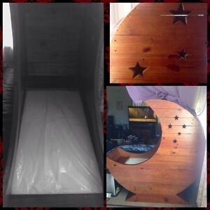Crescent moon bassinet East Devonport Devonport Area Preview