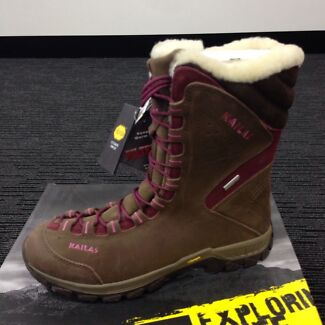 Women's leather made snow boots