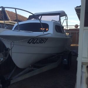 17ft half cab fiberglass fishing boat 90hp Johnson Campbellfield Hume Area Preview