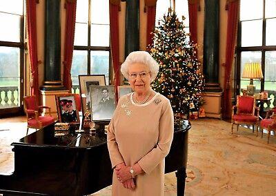 "HM QUEEN ELIZABETH II at xmas A4 NEW GLOSSY PHOTO PRINT 11.75"" X 8.25"" A4"