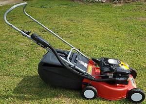 Rover 4 stroke Wayfarer mulch & Catch mower Arcadia Hornsby Area Preview