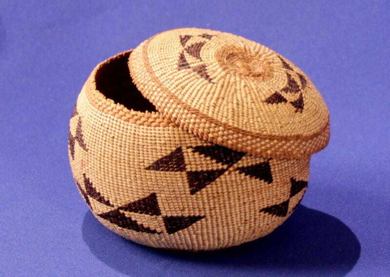 """Hupa Tobacco Basketry Bowl /w Lid c.1920 5"""" x 3 3/4"""""""