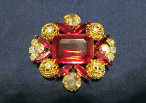 Vintage Juliana Red Glass Stone Very Pretty Gold Tone Brooch/Pin