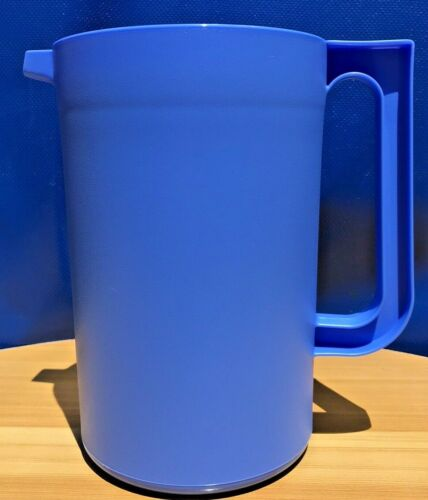 Tupperware Classic 2 qt Round Pitcher Push Button Seal  Blue Gift New