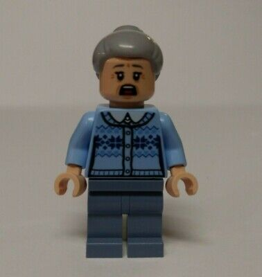 LEGO® Spider-Man: Aunt May Minifigure 76115