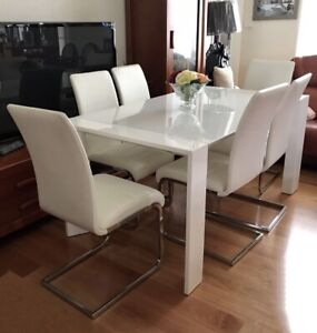 SALE brand new extendable dining table and chairs