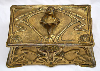 MAGNIFICENT 19 Th c  ART NOUVEAU FRENCH BRONZE BOX SIGNED . MUST SEE .