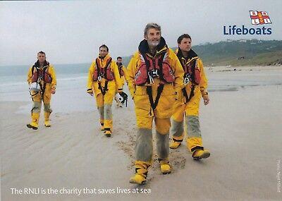 RNLI LIFEBOAT POSTCARD ROYAL NATIONAL LIFEBOAT INSTITUTION MEN WALKING ON BEACH