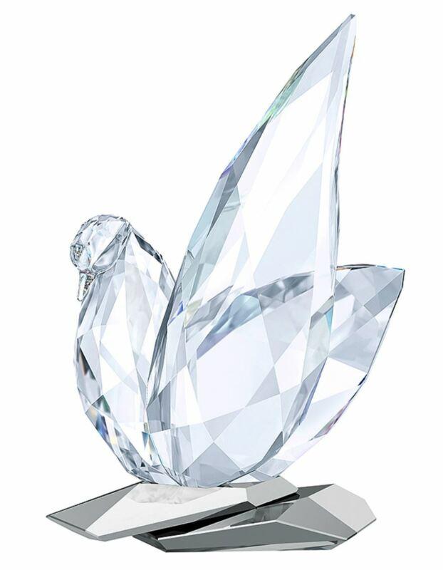 New in Box $629 SWAROVSKI Dove Sculpture Clear Crystal #5279325