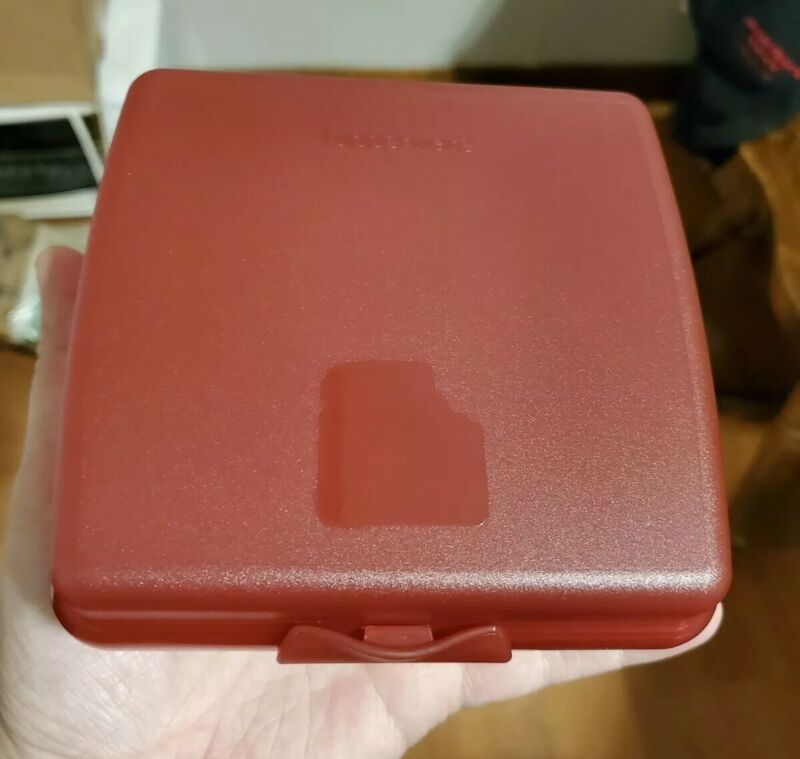New TUPPERWARE Sandwich Keeper RED Hinged Lid FREE US SHIPPING