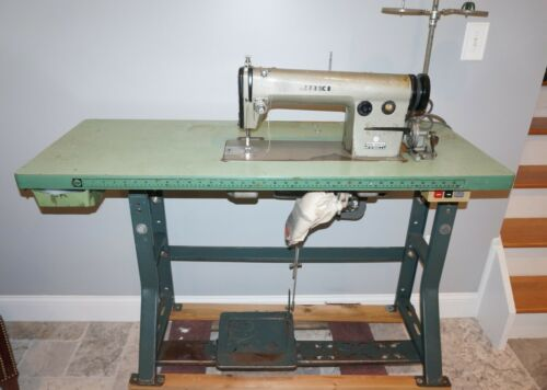 Commercial Juki DDL-555-2 Lock stitch Leather Sewing Machine, table,& Motor