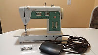 Older model sewing machine from Singer for sale