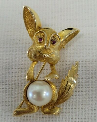 PMC 18k Kt Yellow Gold 8mm Pearl Rabbit Bunny Red Ruby Eyes Brooch Pin Signed