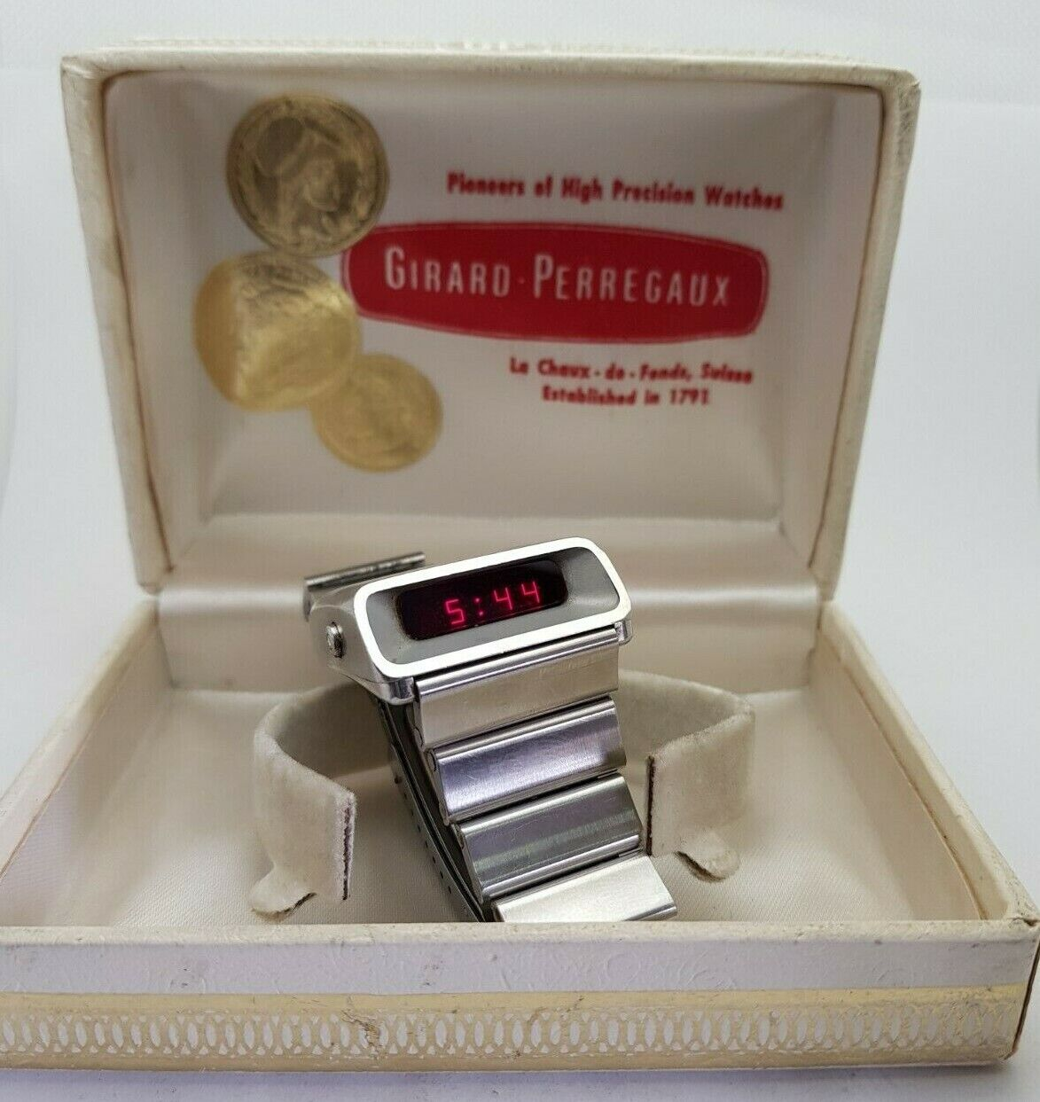 IMMPECABLE GIRARD-PERREGAUX LED CASQUETTE DIGITAL REF. 9931 INCLUDE BOX - watch picture 1