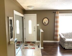 Sherwood Park Main Level Includes All Utilities, TV/Internet
