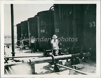 1945 World War Ii Borneo Oil Flows For Allies Original News Service Photo