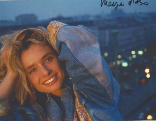 James Bond Living Daylights Maryam D'Abo autographed 8x10 greart smile photo