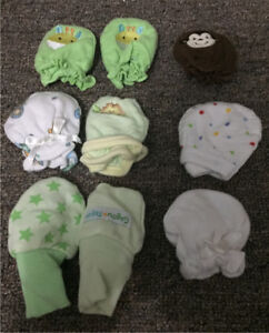 Baby mitts 0-3 months