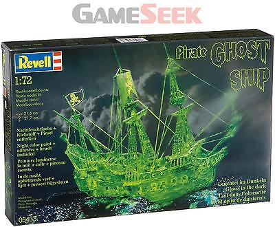 PIRATE GHOST SHIP WITH NIGHT COLOUR 1:72 SCALE MODEL KIT