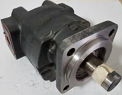 New Parker Motor 323-9218-001 - Sae 4b - 52.2 Cid - 1 Dia Shaft