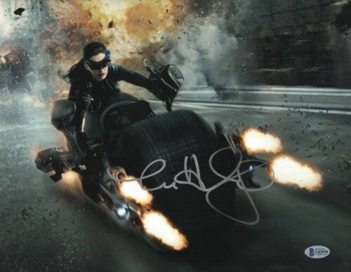 ANNE HATHAWAY SIGNED 11X14 DARK KNIGHT RISES PHOTO CATWOMAN AUTOGRAPH BAS COA