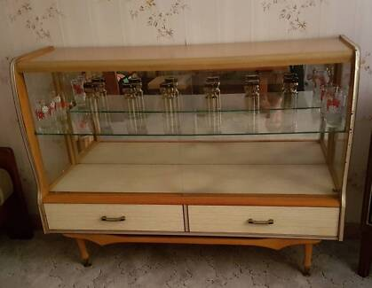 VINTAGE RETRO GLASS DISPLAY CABINET WITH DRAWERS