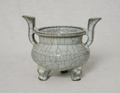 Chinese  Celadon  Crackle  Porcelain  Tripod  Incense  Burner   M2659